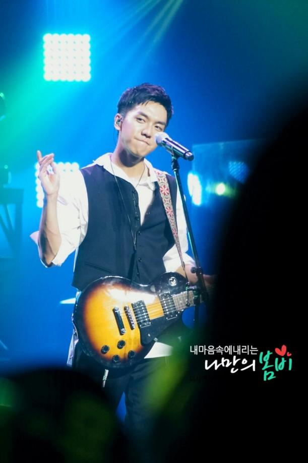 japan concert fan pics drizzle0113 guitar 2