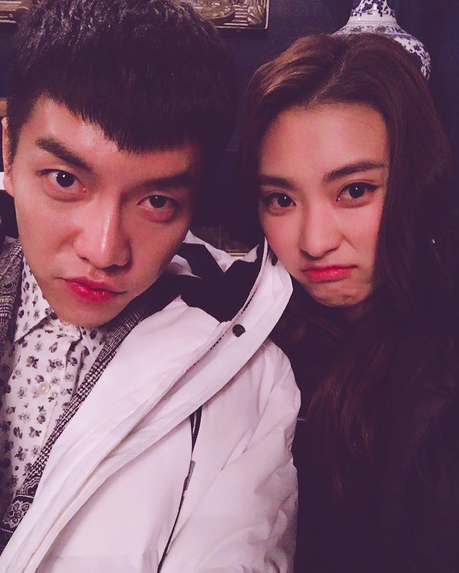 English bora takes selfie with lee seung gi on hwayugi set lee english bora takes selfie with lee seung gi on hwayugi set stopboris Images